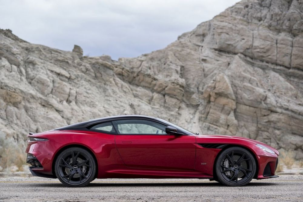 JPG Small-DBS Superleggera  (1).jpg