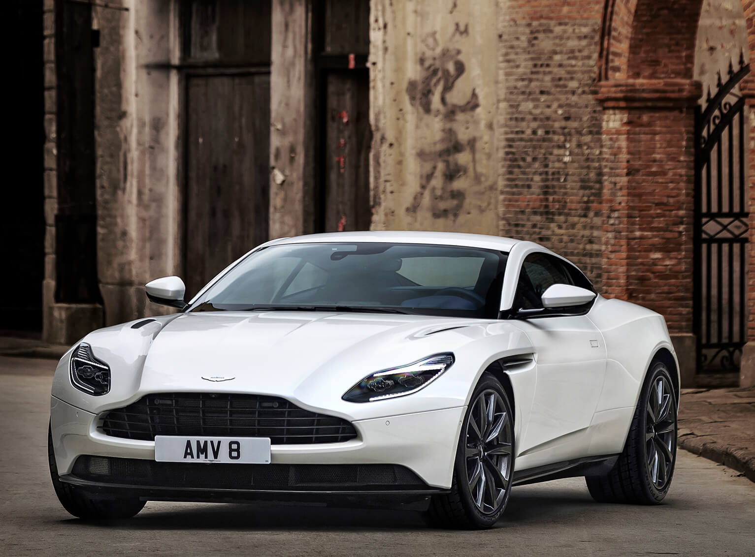 V8-Powered_DB11_08_4225.jpg