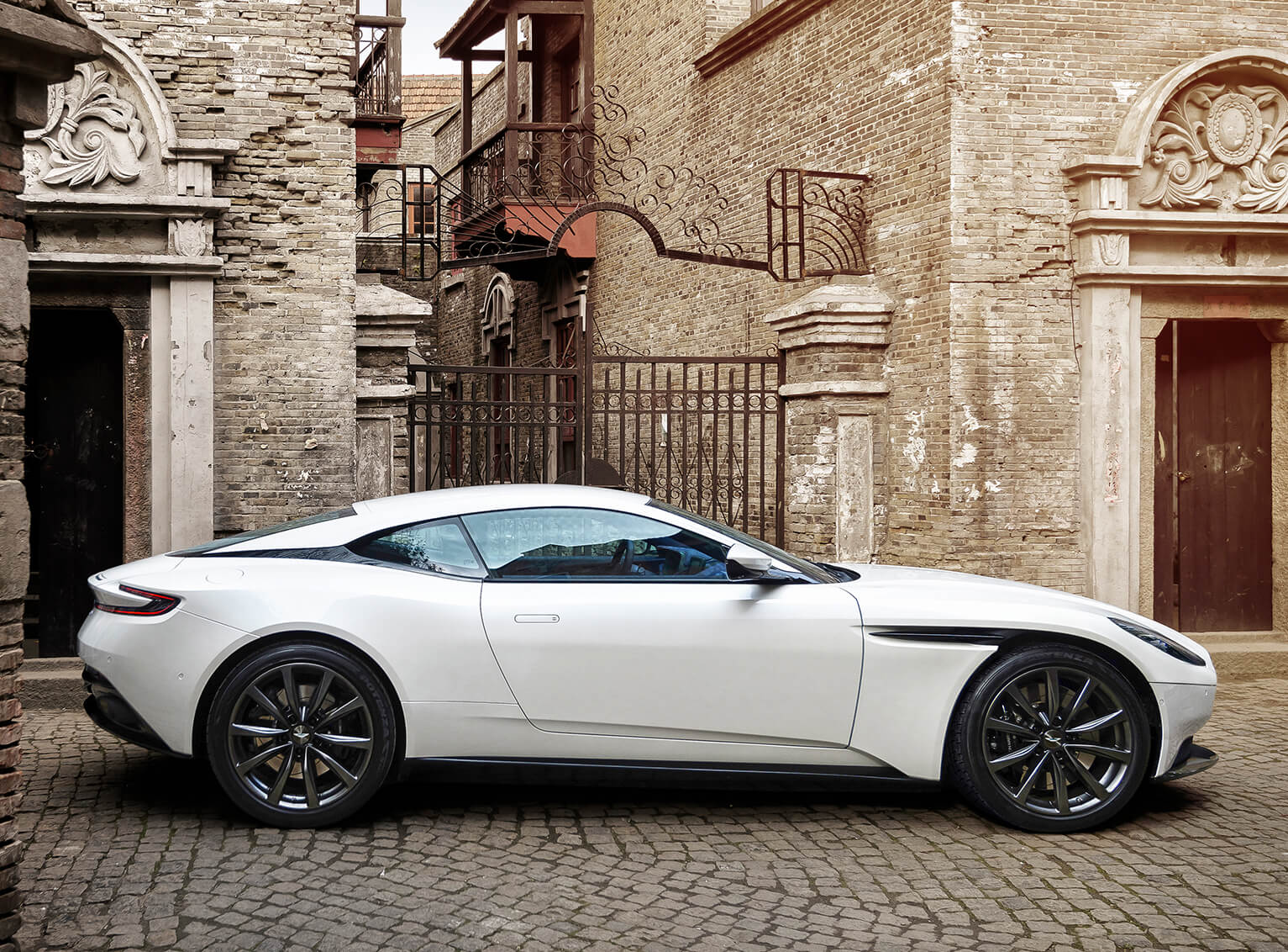V8-Powered_DB11_09_4226.jpg