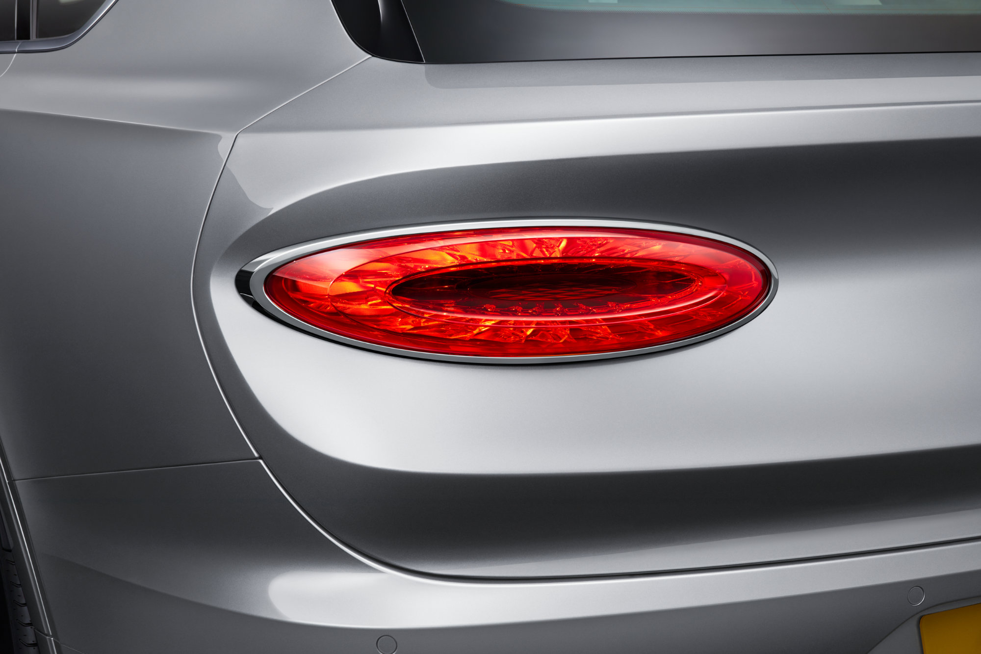 jpeg-Imagery_Bentayga V8_21MY_New Bentayga V8 21MY Studio  Tail Lamp Light On.jpg