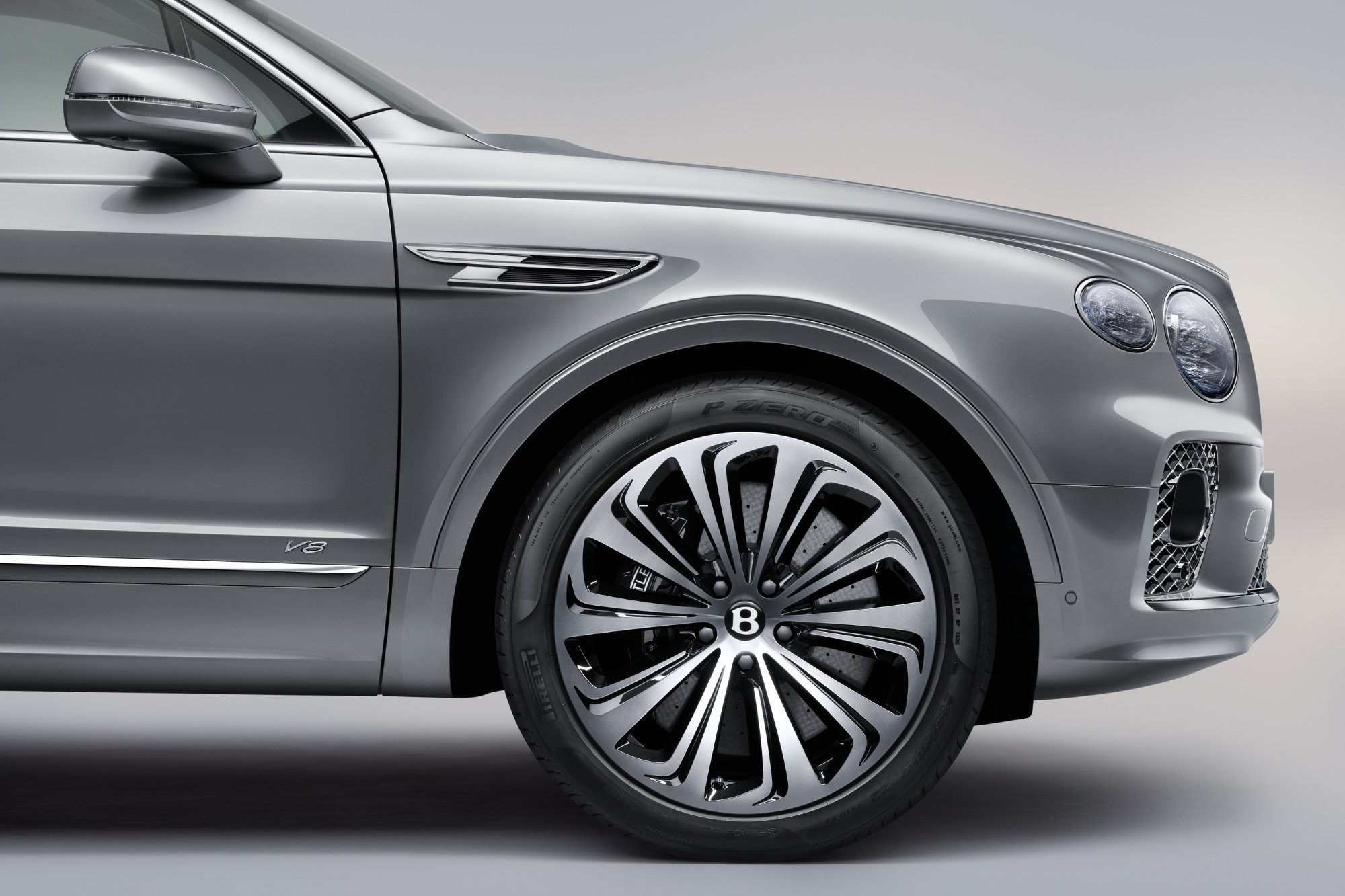 jpeg-Imagery_Bentayga V8_21MY_New Bentayga V8 21MY Studio  Wheel Extension Front Profile Close Up .jpg