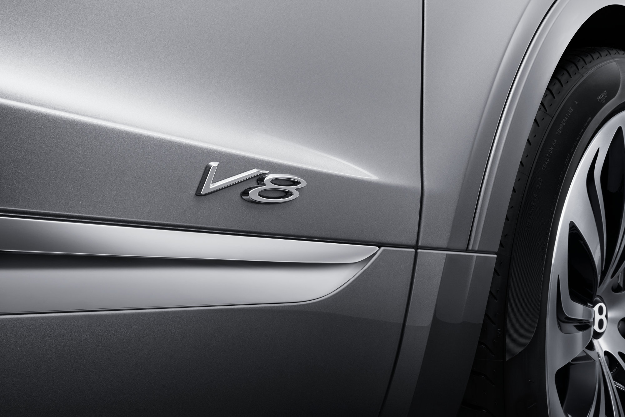 jpeg-Imagery_Bentayga V8_21MY_New Bentayga V8 21MY Studio V8 Badge Close Up .jpg